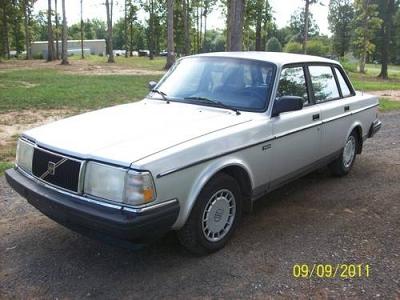 Photo 1992 Volvo 240 GL, silverblue velour interior
