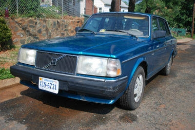 Photo CLASSIC VOLVO 240 DL 1986 4 SPEED MANUAL