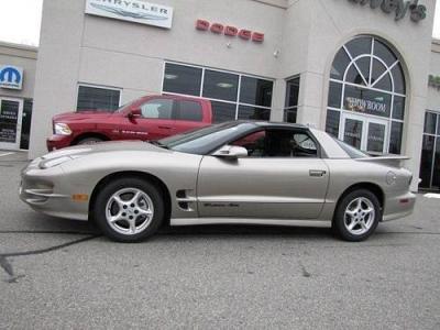 Photo 2002 Pontiac Firebird 2dr Car Trans Am