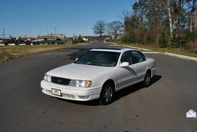 Photo 1999 Toyota Avalon XLS - Only 85K miles