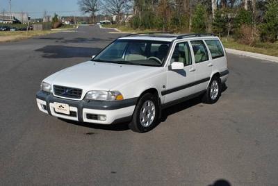 Photo 2000 Volvo V70 XC Cross Country - 97K miles - Warranty