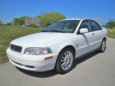Photo 2003 WHITE VOLVO S40 LEATHER SUNROOF VERY CLEAN AUTOMATIC 1 OWNER S-40