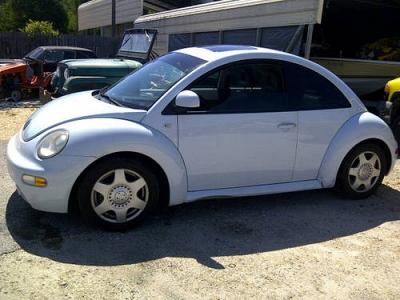 Photo 2000 VW Beetle  Light blue looks white
