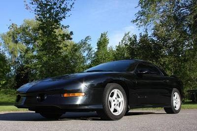 Photo 1995 Pontiac Trans am T-Tops Loaded Leather Only 6000 original Miles