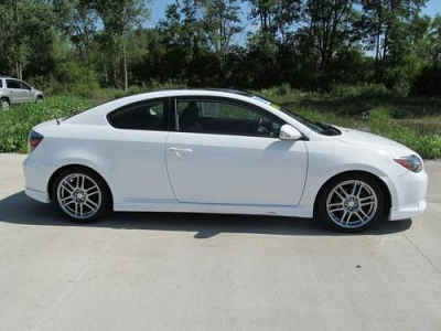 Photo 2009 Scion tC 2dr Car 2dr HB Auto Natl