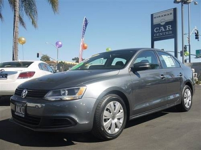 Photo 2011 Volkswagen Jetta Sedan 4dr Car SE PZEV, Bluetooth, Moon Roof, 6