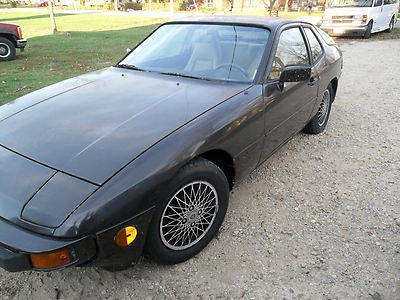 Photo 1982 Porsche 924  Runs and drives, Great easy project