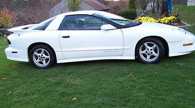Photo 1995 Pontiac Trans Am-350 LT1 Engine  Looks and Runs Beautifully