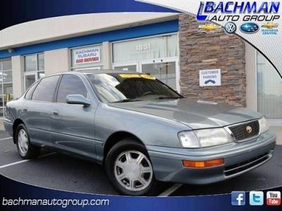 Photo 1996 Toyota Avalon 4dr Car XLS wBench Seat