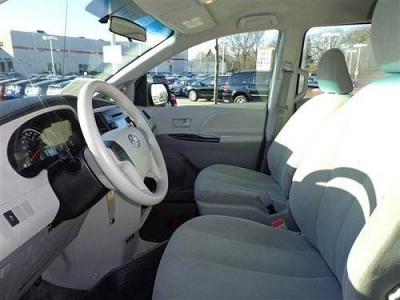 Photo 2011 TOYOTA TRUCK SIENNA 5DR 7P I4 FWD CR