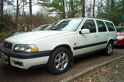 Photo 1999 Volvo V70 XC AWD Wagon 4-Door 2.4L