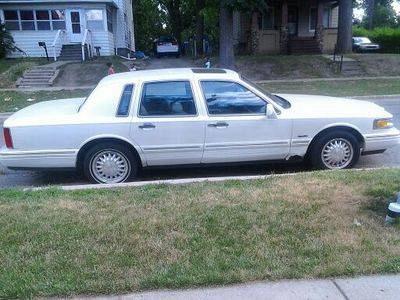Photo 1997 Lincoln Town Car Signature Sedan 4-Door 4.6L