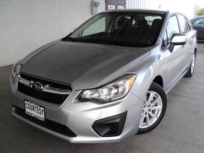 Photo 2012 Subaru Impreza 4D Hatchback 2.0i Premium