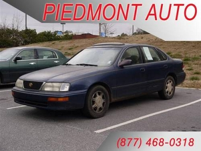 Photo 1996 Toyota Avalon 4dr Car XL with 3 Disc Changer amp Sunroof