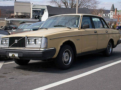 Photo 1983 Volvo 240- Great Project Car