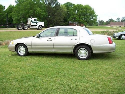 Photo 1999 Lincoln Town Car Executive Bad Credit We Finance.