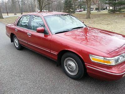Photo 1996 Mercury Grand Marquis LS Sedan 4-Door 4.6L