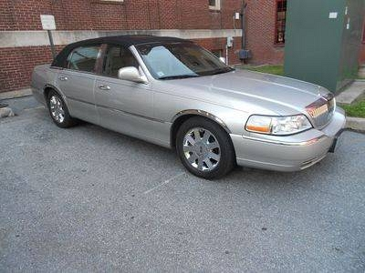 Photo 2003 Lincoln Town Car Cartier Sedan 4-Door 4.6L