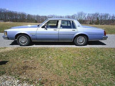 Photo 1984 Oldsmobile Delta 88 Royale Sedan 4-Door 3.8L