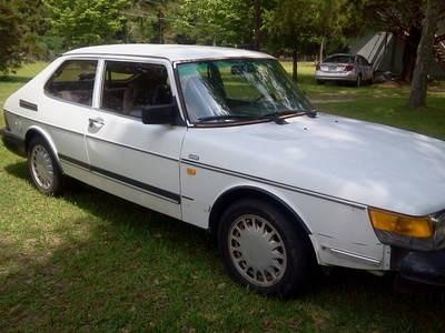 Photo 1987 Saab 900 S Hatchback 2-Door 2.0L