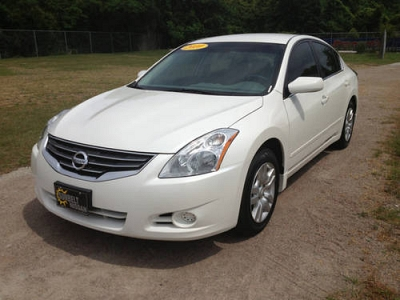 Photo 2010 Nissan Altima Sedan 4dr Sdn I4 CVT 2.5 S