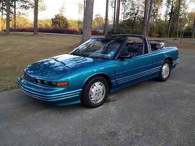 Photo 1992 Oldsmobile Cutlass Supreme Base Convertible 2-Door 3.1L