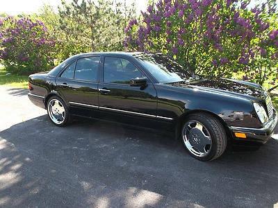 Photo 1997 Mercedes-Benz E420 Base Sedan 4-Door 4.2L