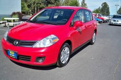 Photo 2011 Nissan Versa Hatchback 1.8S