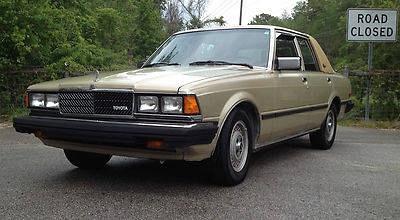 Photo 1982 Toyota Cressida Elegante Luxury Sedan 4-Door 2.8L
