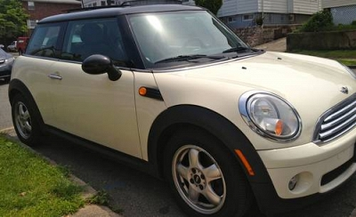 Photo 2008 MINI COOPER BASE  PREVIOUS OWNER NONSMOKER ADULT FEMALE DRIVER