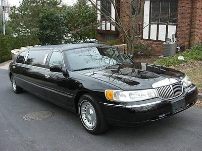Photo 1999 Lincoln Town Car Executive Limousine 4-Door 4.6L