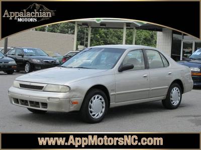Photo 1994 Nissan Altima 4 Dr Sedan Gxe