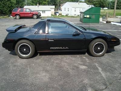 Photo 1988 Pontiac Fiero Sport Coupe 2-Door 2.8L