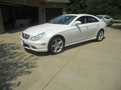 Photo Mint Mercedes Benz CLS 550 4 Door Sedan  AMG