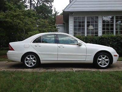Photo 2002 White Mercedes Benz C320