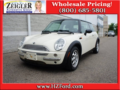 Photo 2003 MINI Cooper 3 Dr Hatchback POWER GLASS TOP LEATHER
