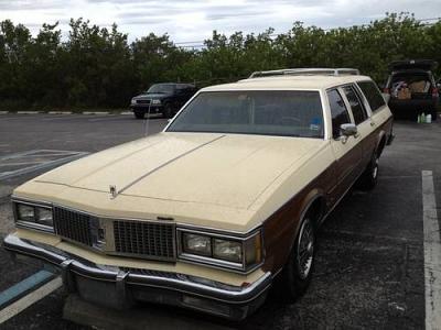 Photo 1987 Oldsmobile Custom Cruiser
