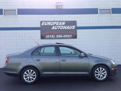 Photo 2010 Volkswagen Jetta SE, Glass Roof, Heated Seats