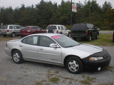 Photo 2002 Pontiac Grand Prix SE CLEAN  BEST BUYJUST TRADED PRICED TO SELL