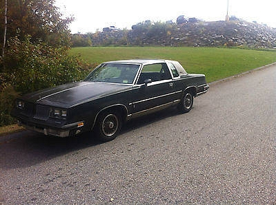 Photo 1984 Oldsmobile Cutlass 2 door coupe classic car