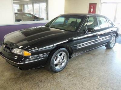 Photo 1998 Pontiac Bonneville SE - Black -Tan Leather -  Auto