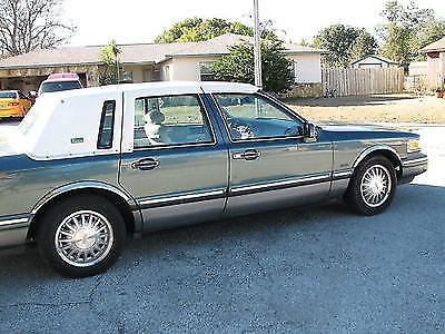 Photo 1996 LINCOLN TOWN CAR SIGNATURE SERIES PGA TOUR EDITION RARE COMBO