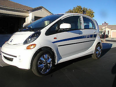 Photo 2012 Mitsubishi i-MiEV ES Hatchback 4-Door Electric Vehicle