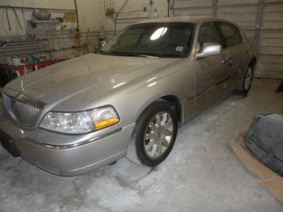 Photo 09 lincoln towncar ,one owner ,private use,way under book.must sell