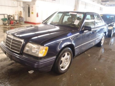 Photo 1995 Mercedes-Benz E320 Leather Sunroof Automatic ABS Brakes