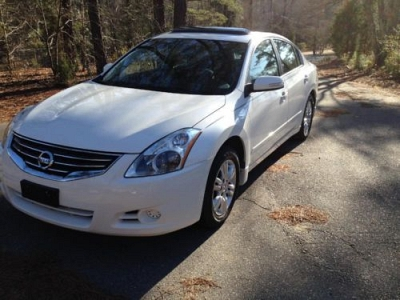Photo 2012 White Nissan Altima S 2.5L 4cyl- Automatic- 29K Mi- Fully Loaded