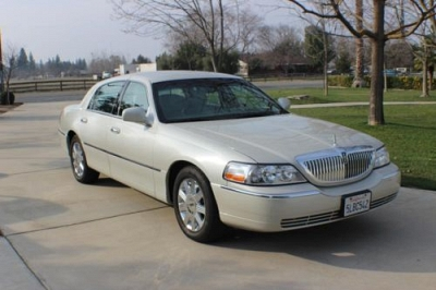 Photo 2004 Lincoln Town Car Ultimate Edition