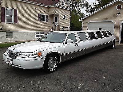 Photo 2001 Lincoln Town Car Limo 12-14 Passenger 180 by Pinnacle