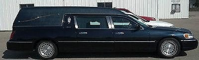 Photo 1999 Lincoln Town Car Hearse built by Superior