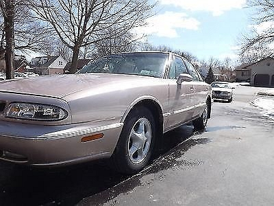 Photo 1999 Oldsmobile Delta 88 LS Sedan